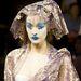 Kék arcú modell Vivienne Westwood kifutóján