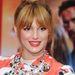 Bella Thorne pirosas-narancsos színű ajkakkal az Ironman 3 premierjén