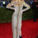 Coco Rocha magabiztosan viseli a méregdrága, de épphogy nem olcsó hatást keltő Ungaro-ruhát.