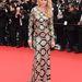 Aimee Mullins modell, színésznő, műsorvezető  a 'Jeune & Jolie' bemutatójára érkezett kígyónak öltözve.