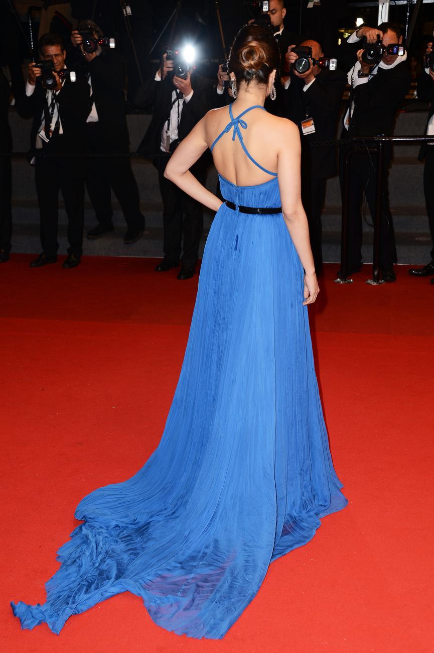 Az arc nem változott, sajnos a ruha sem. A nemkívánatos pókhas viszont bejött a képbe.Dasha Zhukova attends the photocall of The Bling Ring Party Hosted By Louis Vuitton during the 66th Annual Cannes Film Festival at Club d'Albane/Marriott on May 16 2013 in Cannes France.