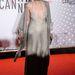 A Cinefondation tagja és a rövidfilmes szekció zsűrije, Nicoletta Braschi színésznő az Aranypálma nyertesek vacsoráján jelent meg  ebben a sokat mutató, szörnyű színű ruhában.