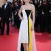 Marion Cotillard a Blood Ties vetítésére érkezik május 20-án egy kicsit strandruhára hajazó Christian Dior estélyiben