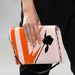 Fehér, narancs és fekete színt kapott táska a Diortól