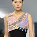 Extravagáns mintákkal és színekkel kombinálta fekete koktélruháit a Dior.