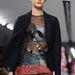 Ezüst haspóló és rövidnadrág átlátszó hálóruhával a Diortól