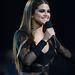 Selena Gomez a  2013 Billboard Music Awardson  Zuhair Murad fekete ruhájában.