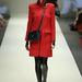 Európában is népszerű fekete-piros kombináció Ashley Isham kifutóján.