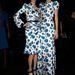 Carolina Herrera modelljei kék-fekete magas sarkút viseltek és a mandzsettájuk is sötét volt.