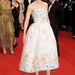 Nicole Kidman magabiztosan pózol tavaszi ruhájában.