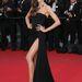 Izabel Goulart a 'The Immigrant' premierjén villantott lábat. A brazil Victoria's Secret modell Emilio Pucci ruhában pózol.