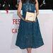Berenice Bejo a legjobb színésznőnek járó díjjal pózol, melyet a Le Passe (The Past) című filmben nyújtott alakításáért kapott. Ő is Elie Saab estélyit visel.