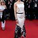 Nicole Kidman május 25-én a Vénusz nercben premierjén egy feketével díszített fehér Chanel ruhában pompázott a vörös szőnyegen