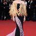 Laetitia Casta madárnak öltözött Cannes-ban, pedig a toll igenis ciki.