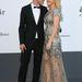 Jeremy Irvine és Ellie Goulding cukiskodik: csak nehogy az énekesnő higanymérgezést kapjon ebben a göncben.