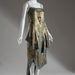 Üveg és fémes brokát gyöngyökkel kirakott estélyi ruha 1921-ből.