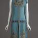 Esküvői ruha 1927-ből, fémszálas hímzéssel, üveggyöngyökkel.