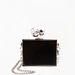 Kedvencünk a mini fekete doboz nagy brillekkel. Berskha, 5995 forint.