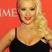 Christina Aguilera sem hagyta ki az idei szezon slágerét, a sejtelmesen kivágott ruhát, spagettipánttal.
