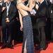 Milla Jovovich elegánsan viseli kivágott ruháját a Cannes-i filmfesztivál vörösszőnyegén.