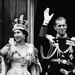 Integetés Fülöp herceggel a Buckingham palotából.