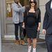 Április 22-én egy Kanye West által tervezett Giuseppe Zanotti szandálban tipegett vásárolni pasijávan Kardashian