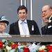 II. Erzsébet királynő, Jake Warren és Fülöp herceg drukkol.