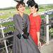 Martha Sitwell és Kim Murdoch elképesztő kalapokban derbizett