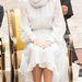 A hercegné ebben a szerelésben látogatott meg még 2012 szeptemberében egy Kuala Lumpurban található mecsetet. A képen egyelőre még egyik kedvenc LK Bennett cipőjében látható, amit a Marks & Spencer olyan szerencsésen lekoppintott. A cipőt később egyébként levette ezzel is megtisztelve a vallási szokásokat.