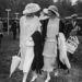 1924-ben szintén. A kor divatja remekül megfigyelhető a képeken.