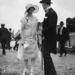 1925: divatos pár az ascoti derbin. Akkoriban még nem kellett tűsarkon tipegni a fűben.