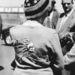 1958 június, Epsom: Eileen Homer of Bognor Regis a Crepello nevű versenyló képvel díszített pulóverben ment az epsomi derbire.