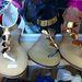 3500 forintért aranylapokkal díszített sarukat vehetünk