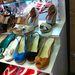 A csíkos talpú, éksarkú szandál örök divat, megéri a 3500 forintot.