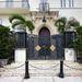 Íme a Casa Casuarina bejárata, ahol lelőtték a tervezőt 1997-ben.