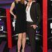 Nicole Kidman magához képest egy visszafogott, dekoltázs nélküli kis fekete ruhában és fehér cipőben kísérte el countryénekes pasiját, Keith Urbant díjátadóra.