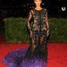 Beyoncé Givenchy-ruhában. Az a lila nem biztos, hogy kellett volna oda.