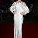 Anne Hathaway egy denevérujjú ruhában.