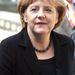 A harmadik kedvenc nyaklánc. Lehet, hogy egy fekete szetthez egy ennél feltűnőbb darabot vettünk volna fel Merkel helyett.