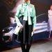 Niki Pauls Chloe blúzban, Acne táskával és Maison Martin Margiela csizmában pózol a divathét egyik bemutatója előtt.