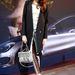 Marie Nasemann modell Tibi dzsekit, Moschino cipőt, Chanel táskát és Konplott ékszereket viselt a berlini divathéten január 18-án