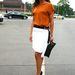 2012 július 4-én a 2013-as tavaszi-nyári trendeket mutatták be a berlini divathéten. Ez a stílusos hölgy egyszerűen, de kiválóan öltözött fel.