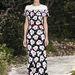 Annyi kollekció kapcsolódik a nevéhez, hogy nehéz lenne válogatni. Ez a Chanel 2013-as tavaszi/nyári haute couture kollekciójának egyik ruhája.