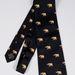 Az aranyelefántokkal díszített nyakkendőre a licit 3000 fontról, 1,042 millió forintról indul majd.