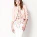 A hófehér nadrágot könnyen feldobhatja ezekkel a vibráló színekkel. (Bershka -13995 forint)