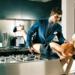 A Suit Supply fotóján nem biztos, hogy a kávé után nyúl a fess fiatalember.