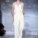 Martin Margiela modellje fehérben és táska nélkül.