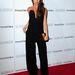 Victoria Beckham a fekete mellett döntött és tükröződő felületű táskát vett fel hozzá.