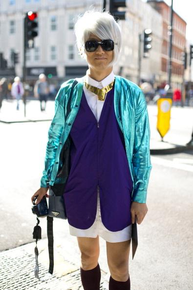 A mindössze 21 éves blogger, Jato Christopher Kane kardigánban, Yohji Yamamoto kabátban sétál Londonban.