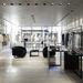 Az üzlet 350 négyzetméteres és javarészt üveg borítja.